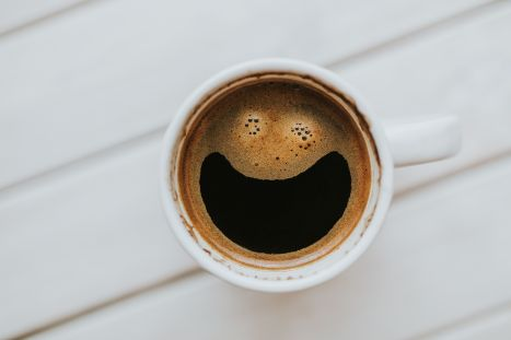 foodiesfeed.com_happy-morning-cup-of-coffee